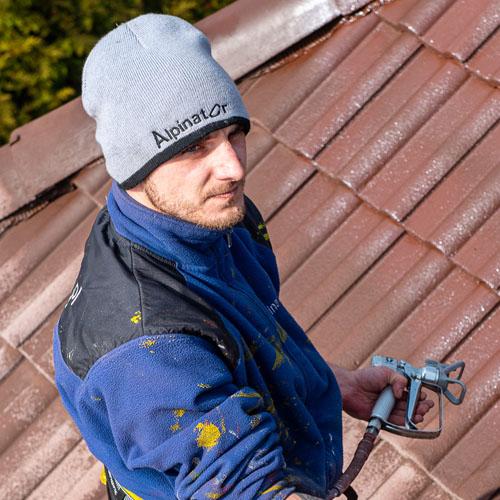 alpinistyczne malowanie dachu